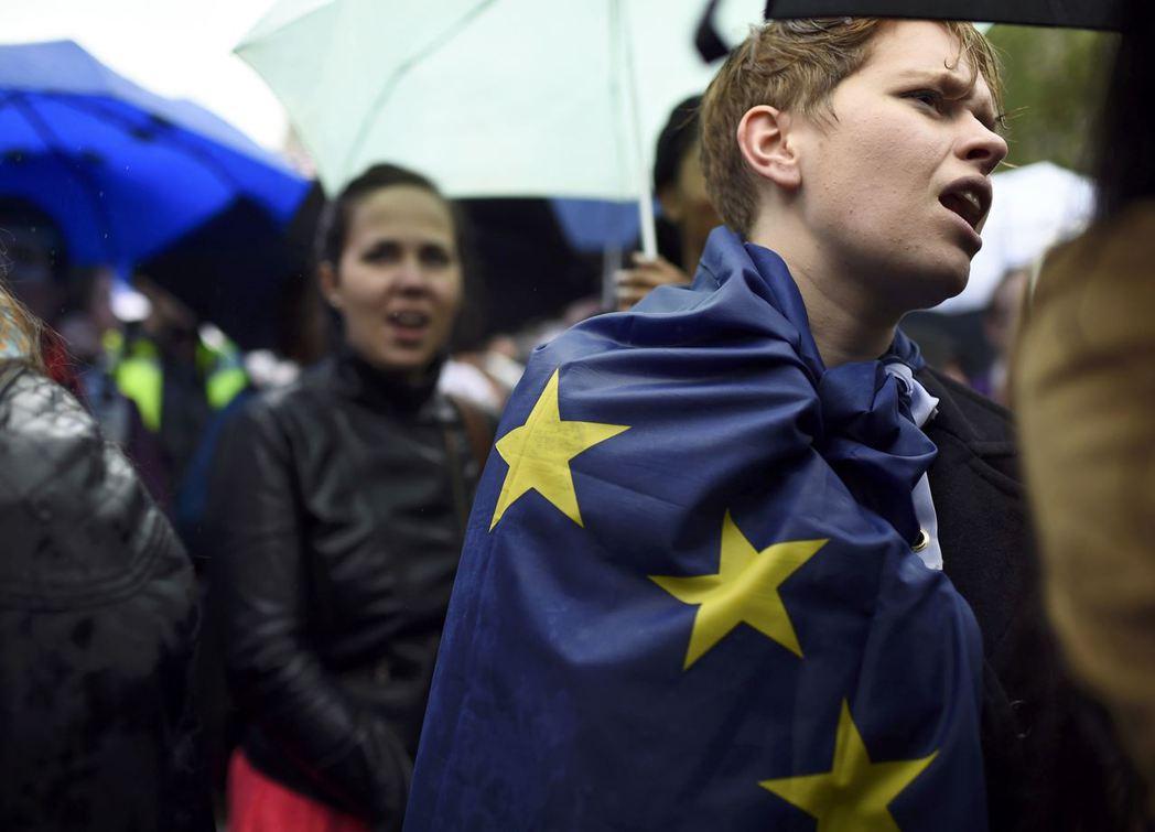 疑歐這位老敵人隱身許久,最後在歐盟慶祝「創歐六十周年」的這幾年,無情地展開逆襲。...