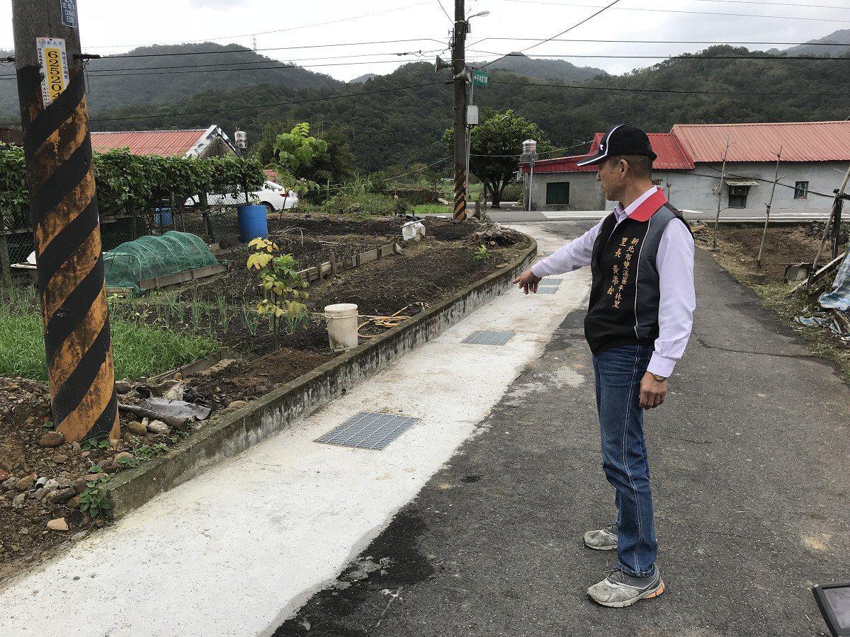 雙溪區平林里七鄰聯外道路完成水溝加蓋,讓當地居民紛紛稱讚,直說這樣讓人安心多了。...