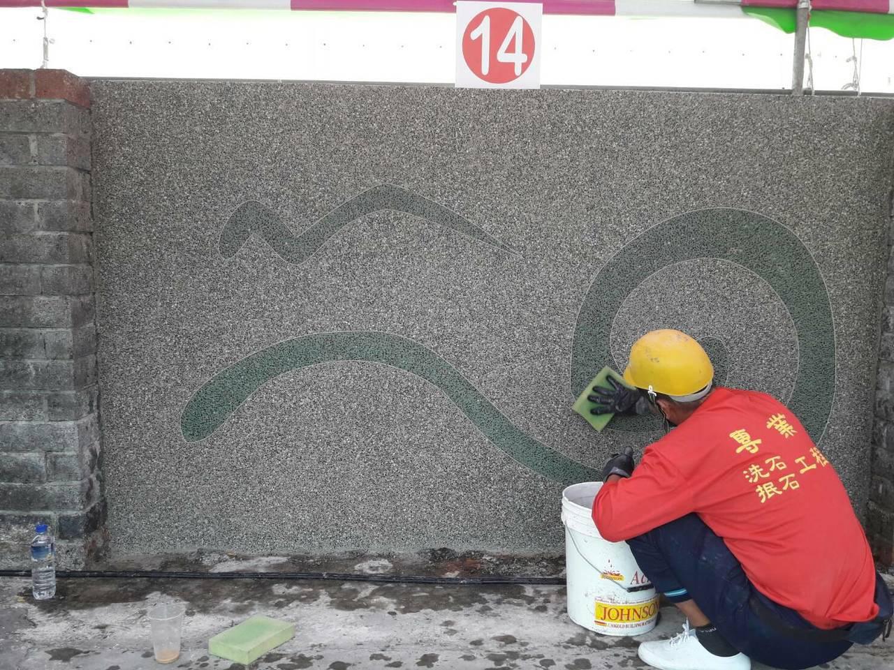 有水泥師傅以宜蘭縣縣徽龜山島和海浪作為設計創作構想。圖/宜蘭縣勞工處提供