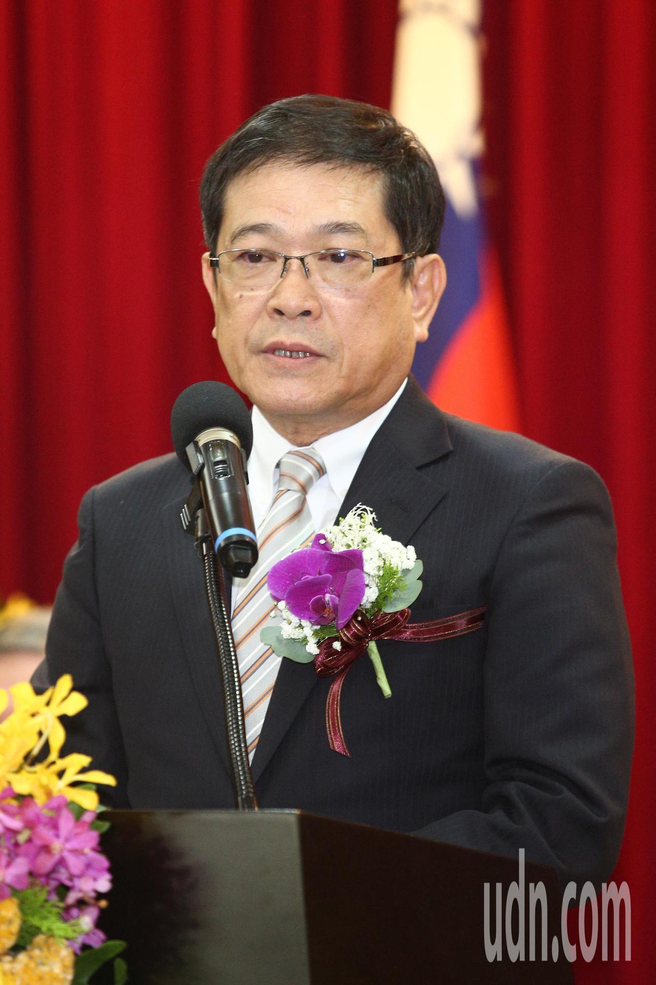 在經濟部服務四十年的常務次長楊偉甫將接任台電董事長,上午舉行歡送會致詞時表示,下...