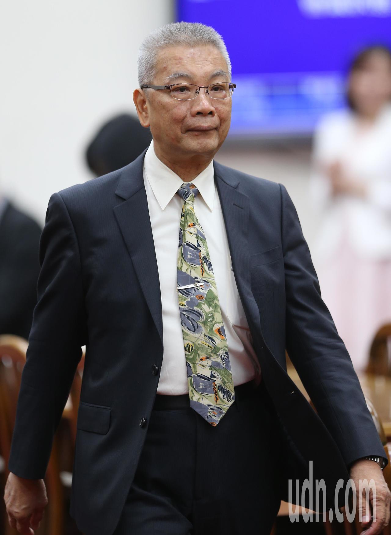 財政部長許虞哲列席立法院財政委員會。記者許正宏/攝影