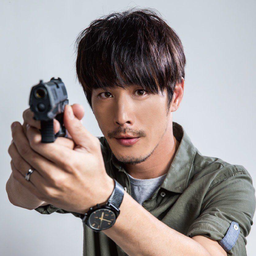 黃騰浩飾演冷靜沈著的調查官。圖/民視提供