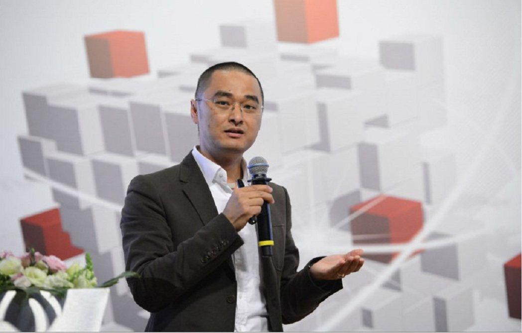 大陸作家馮唐。華夏醫界網