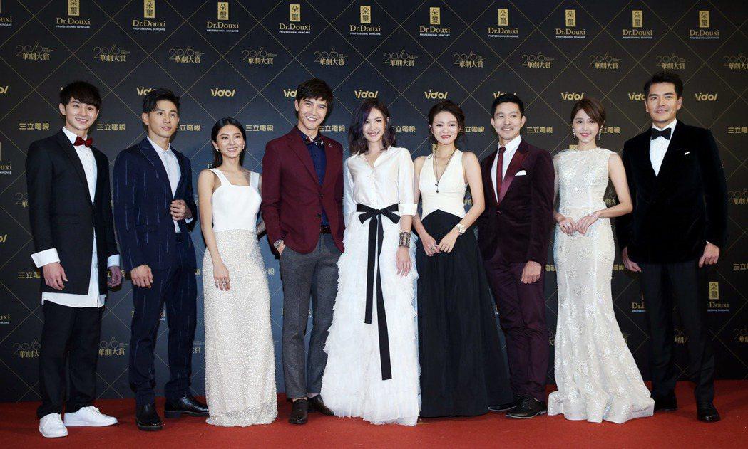 2016華劇大賞頒獎,張軒睿(左起)、張立昂、蔡黃汝、謝佳見、安心亞、安以軒、立