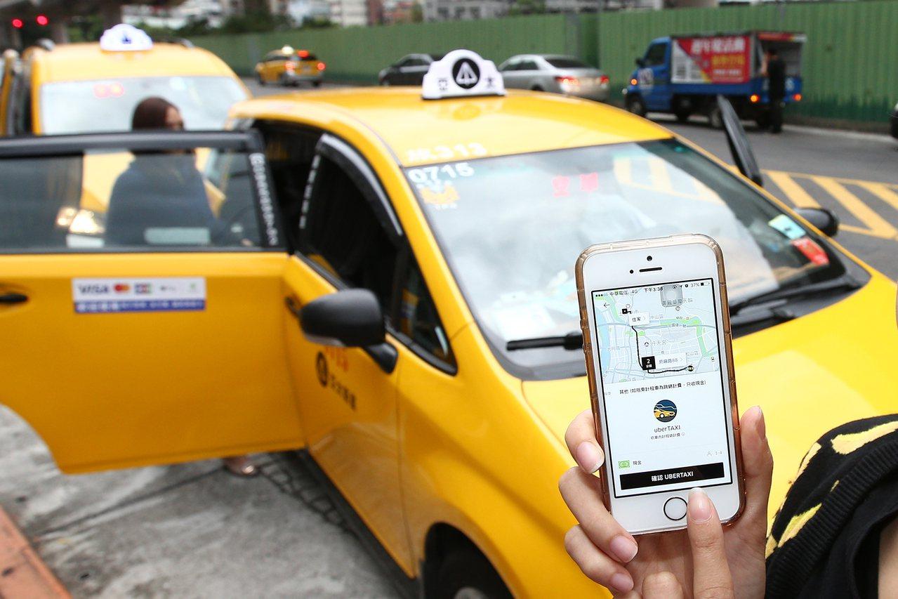 uberTAXI正式啟動記者會舉行,首波將與皇冠大車隊、亞太衛星車隊、Q Tax...