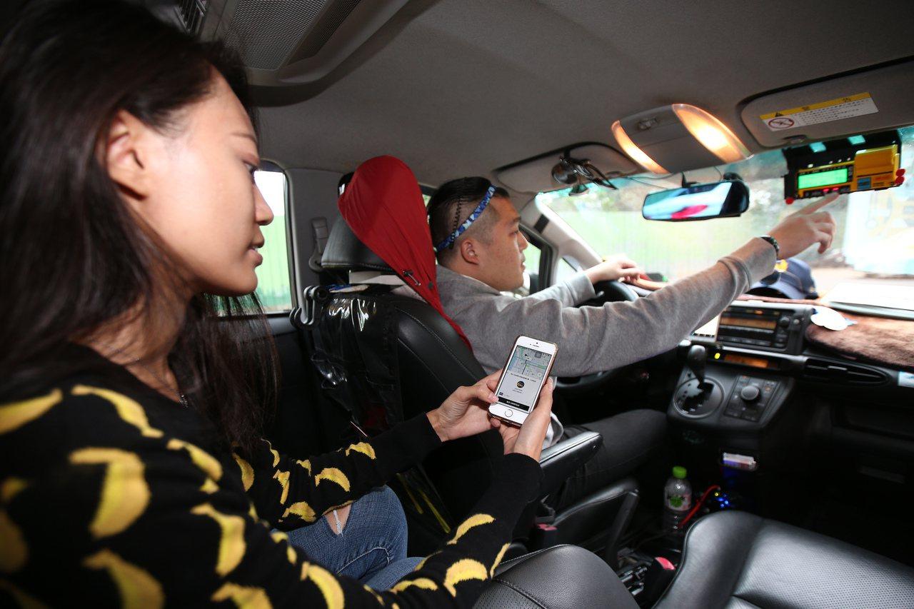 駕駛也須有合法職業駕照,乘客、駕駛可互相評分,確保品質。記者蘇健忠/攝影