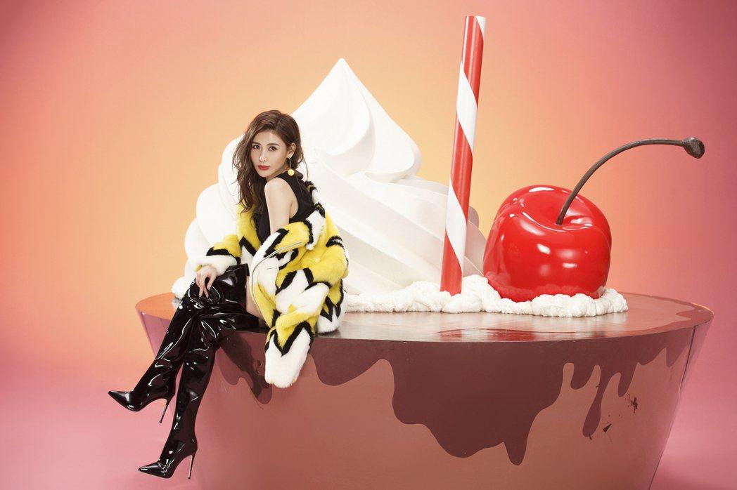 愷樂首波主打「Chocolate」MV展現萬種風情。圖/EMI提供