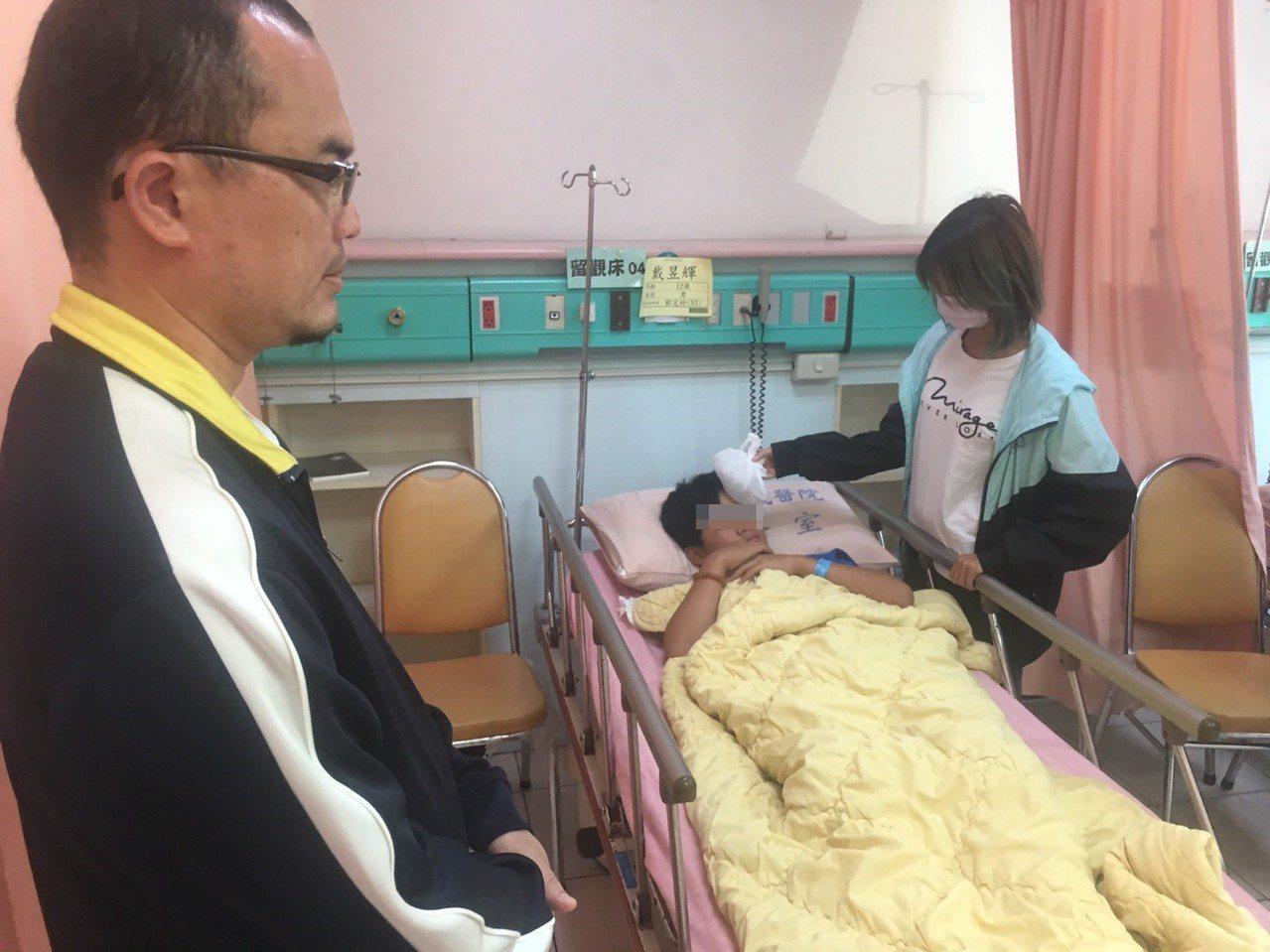 學生後來由家長帶至醫院檢查,目前還在醫院觀察中。林姓體育老師到醫院探視學生,也向...