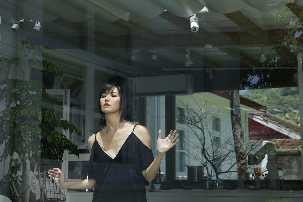 「孫燕姿No. 13作品:跳舞的梵谷」,將於11月9日正式發行。圖/環球提供