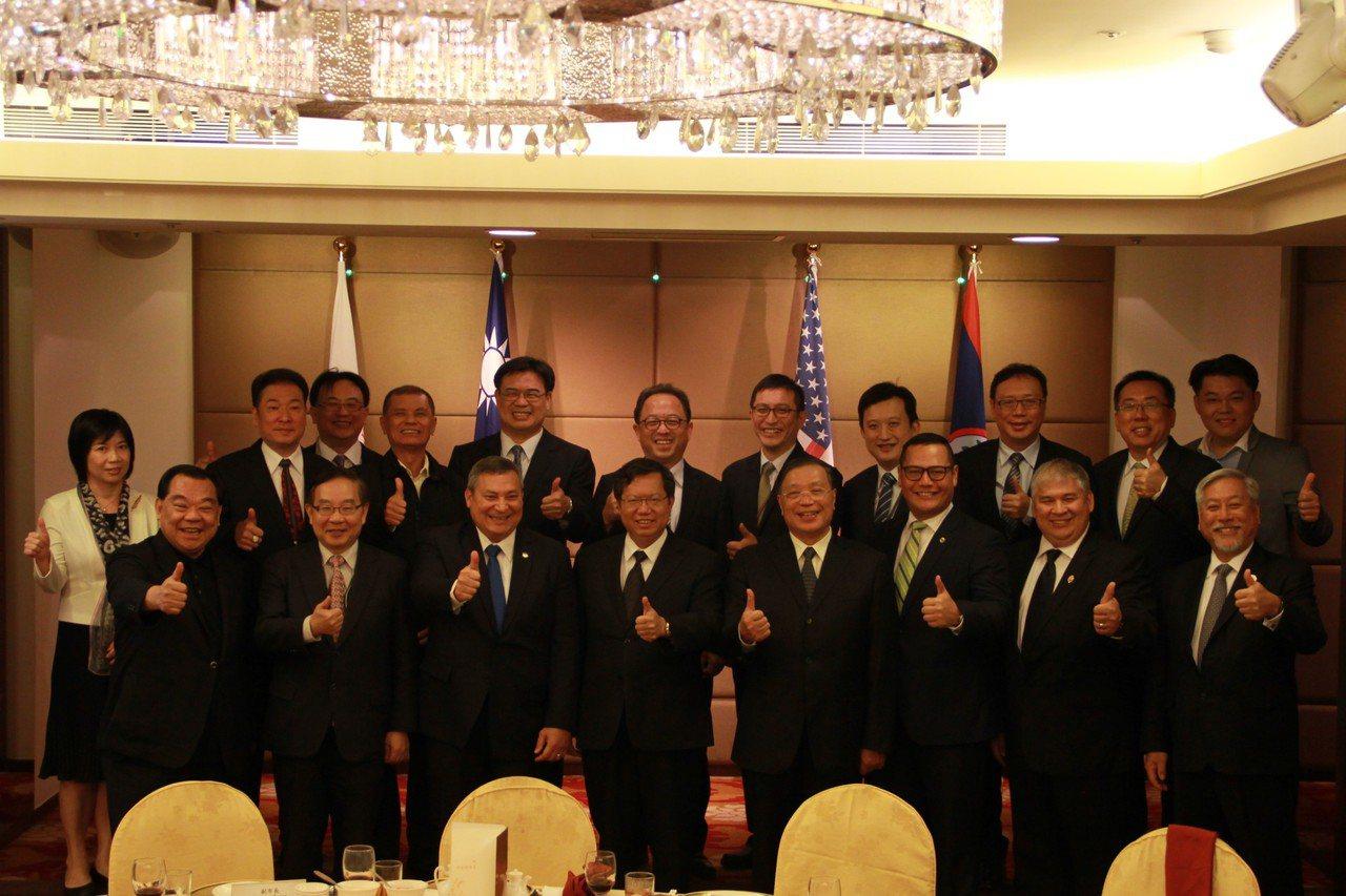 桃園市長鄭文燦今天會面關島總督艾迪巴薩卡佛等人,兩人都希望促進台灣與關島彼此關係...