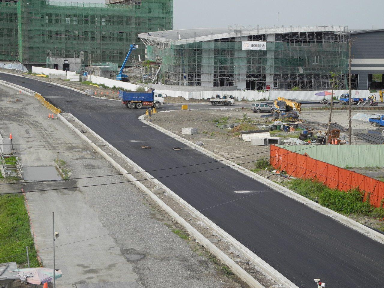 和發產業園區大發基地標竿產業區的30米道路已完工。 圖/高雄市府提供
