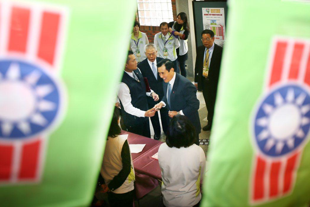 前總統馬英九(中)昨天出席救國團成立65周年團慶大會,馬前總統透露自己15歲就參...