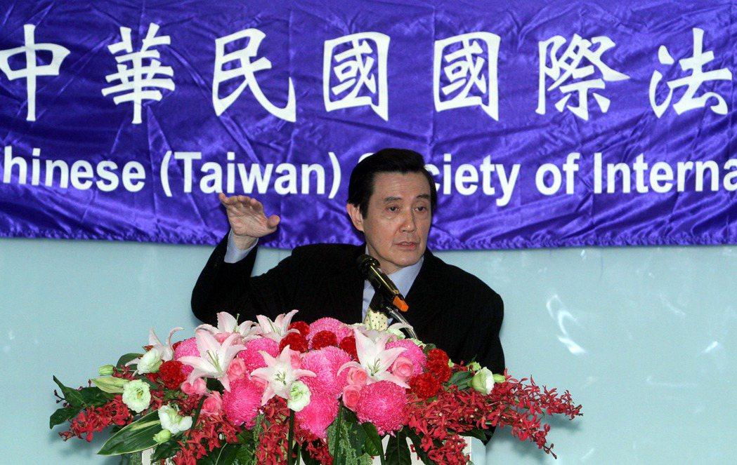 馬英九在參加國際法相關研討會時,常提及2013年台日簽訂漁業協定的成果。 圖/報...
