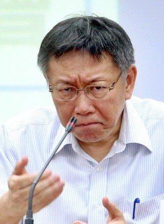 台北市長柯文哲針對大巨蛋解約爭議,曾批評遠雄企業團董事長趙藤雄「觀念滿奇怪的」。...