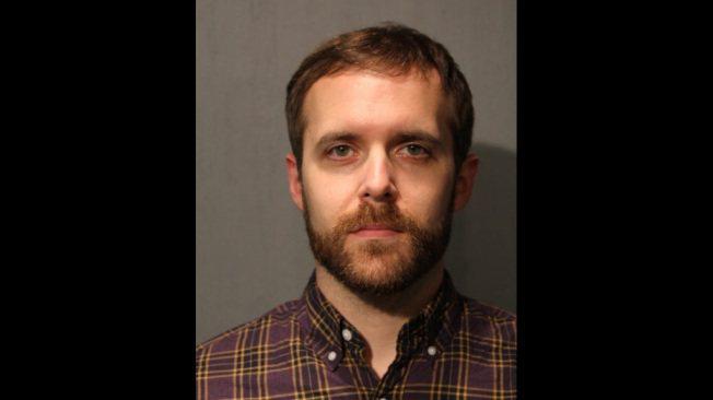 美國34歲西北大學博士伊斯特普涉嫌將一名乘客從站台推下鐵軌,但他30日拒認所有對...