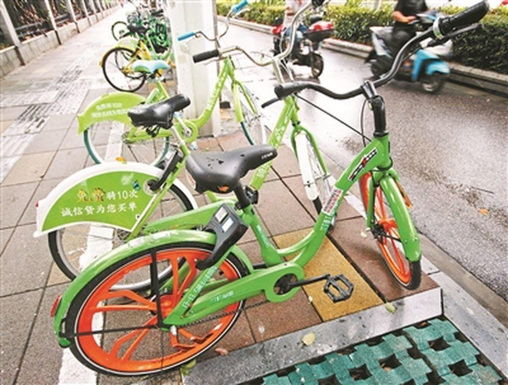 在南京街頭隨處可見被遺棄的町町單車。(取材自北京青年報)