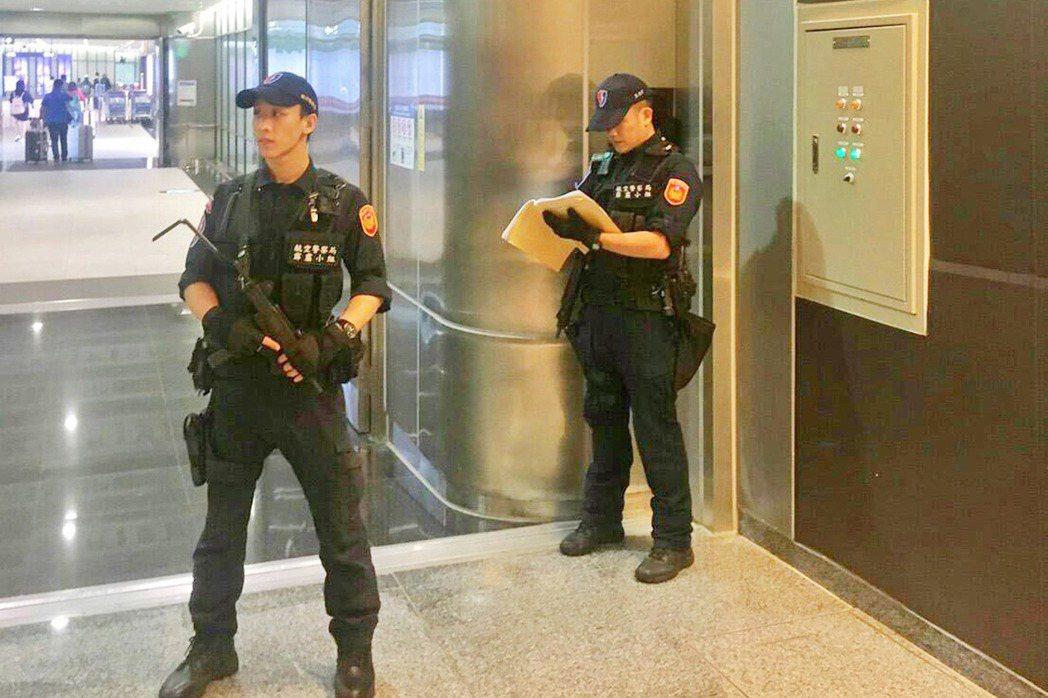 美國賭城拉斯維加斯發生重大槍擊事件,為防範可能發生的模仿攻擊事件,航警局特別強化...