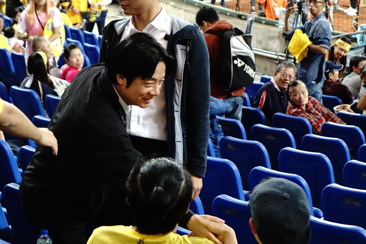 中華職棒總冠軍賽第3戰,行政院院長賴清德今天也到場觀賽。 中央社