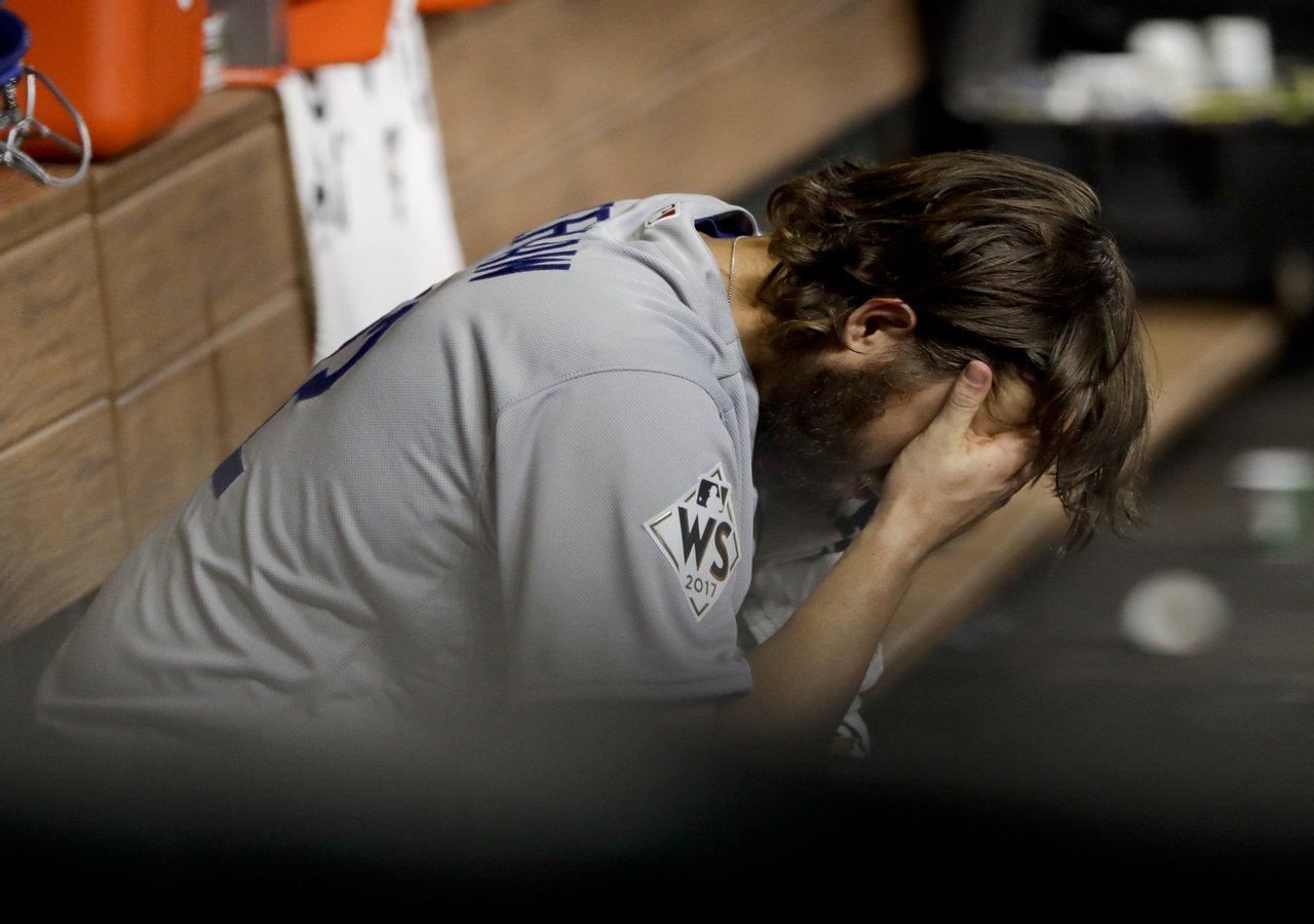 道奇王牌投手克蕭,在世界大賽兩場出賽均被擊出全壘打,累計季後賽被轟出8支,是最大...