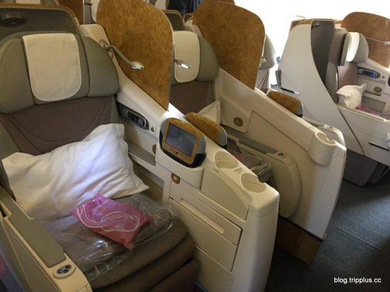 阿聯酋航空Boeing 777-300ER機型的商務艙(中間)圖文來自於:Tri...