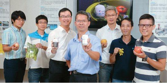 工研院研發的「隨手型智慧蔬果農藥檢測器」,讓蔬果殘留農藥無所遁形。 攝影/黃鼎翔
