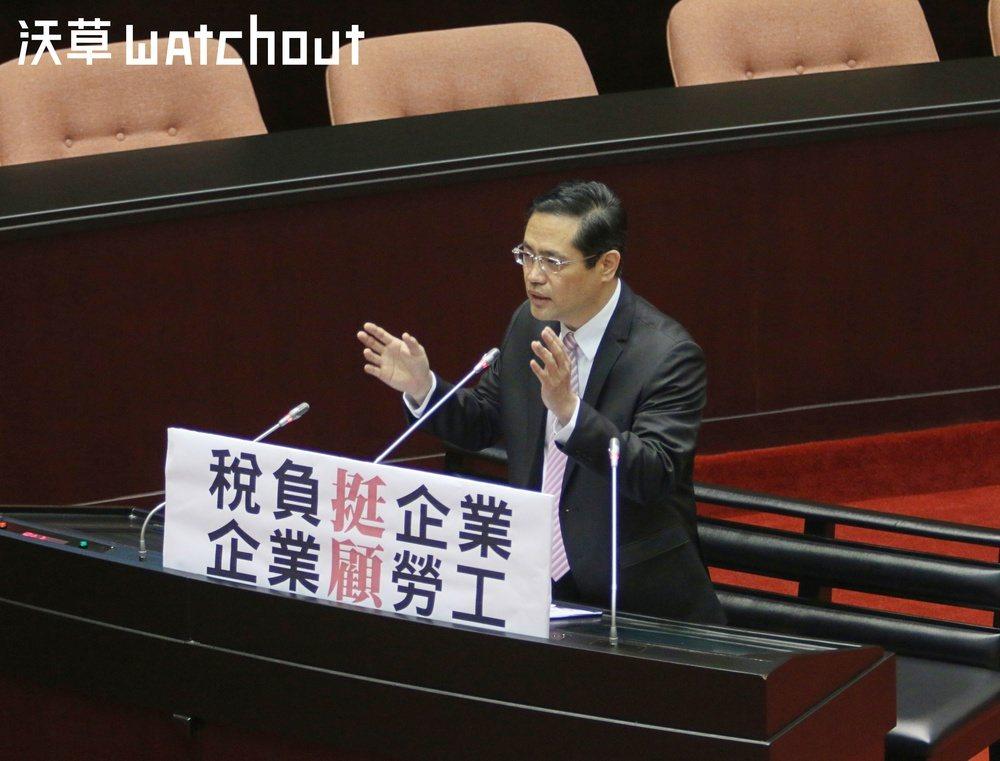 民進黨立委江永昌今日就《勞基法》「一例一休」再修法問題向行政院長賴清德提出質詢。...