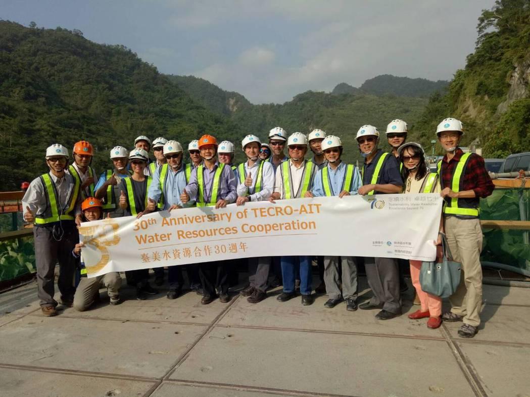 美國墾務局專家參訪曾文水庫防淤隧道工程。圖/南水局提供