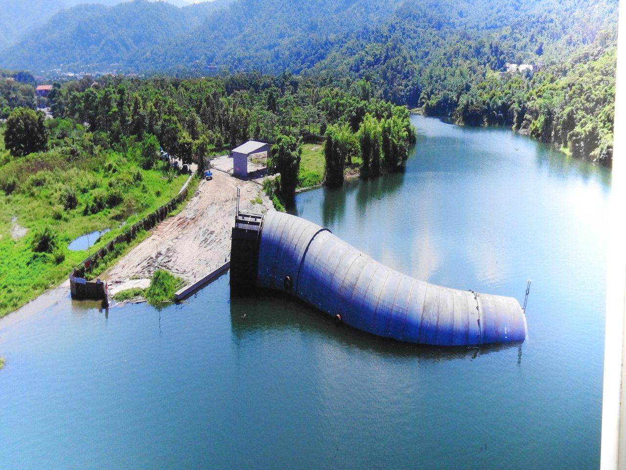 曾文水庫防淤隧道工程採用全世界首創的「象鼻引水鋼管」先進工法 。記者吳淑玲/翻攝