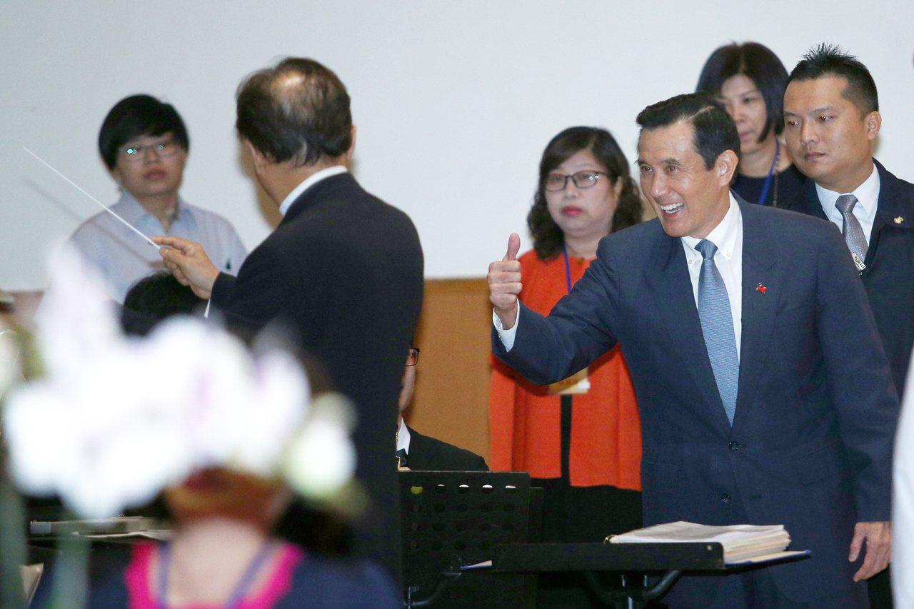 前總統馬英九(右前)上午出席救國團成立65周年團慶大會,馬前總統透露自己15歲就...