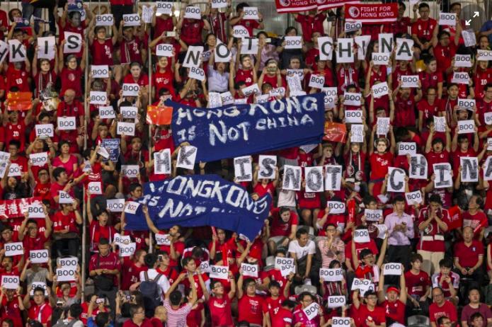 近期香港球迷經常在比賽前「噓國歌」。(香港01報導)
