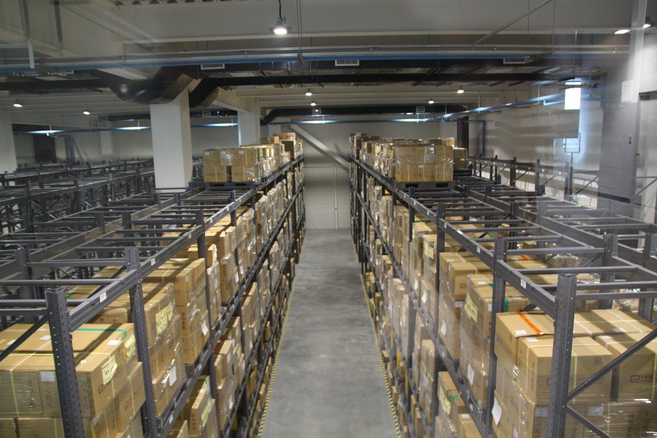 「物流共和國台中園區」的垂直立體化倉儲已是國際趨勢。記者黃寅/攝影