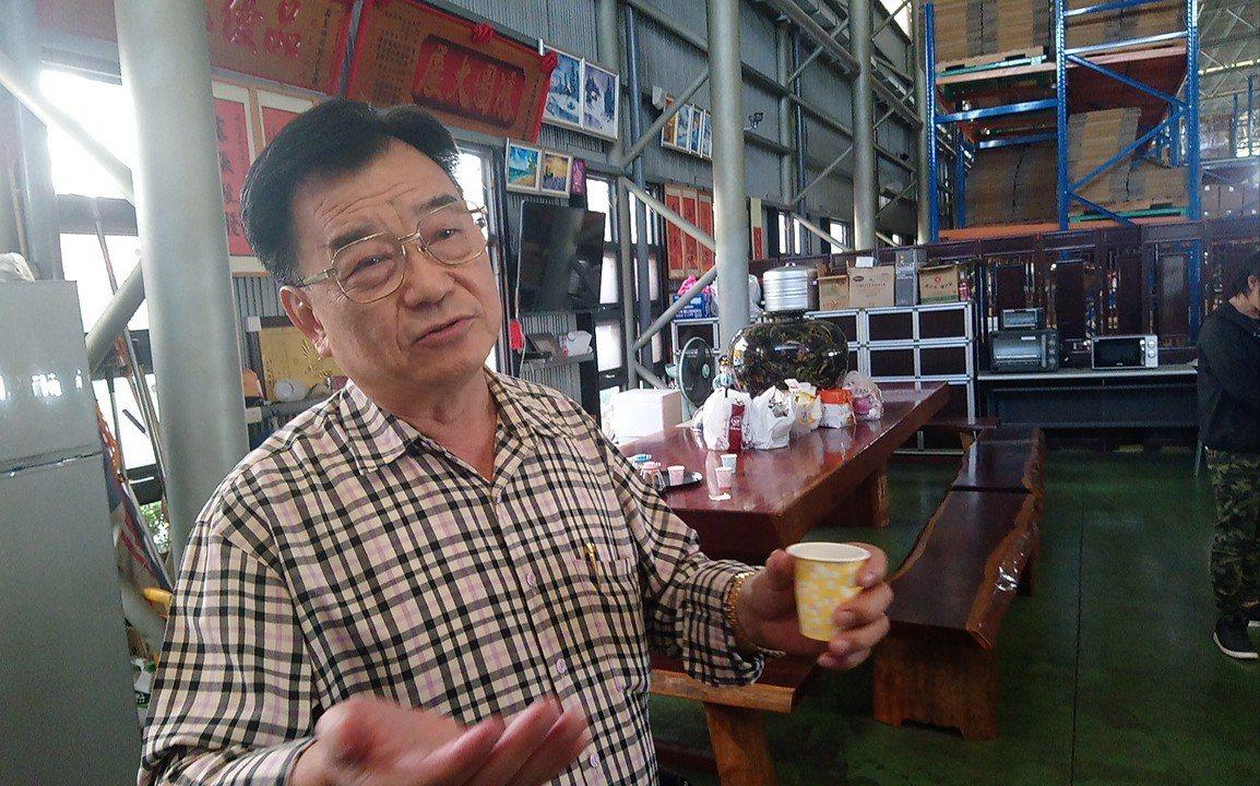 品皇咖啡負責人洪明寶認為,是因為選舉恩怨被檢舉。記者卜敏正/攝影