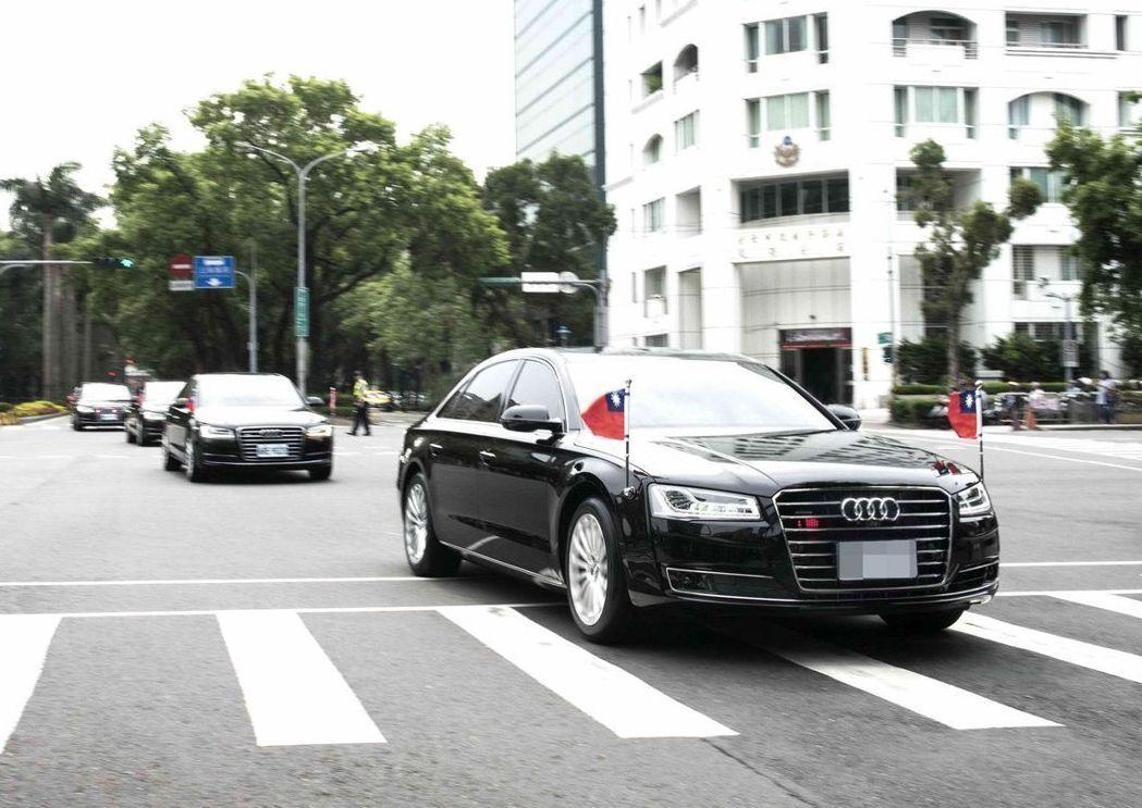 國安局預定採購的這輛A8L SECURITY等級的防彈座車,已由車商運抵台灣報關...