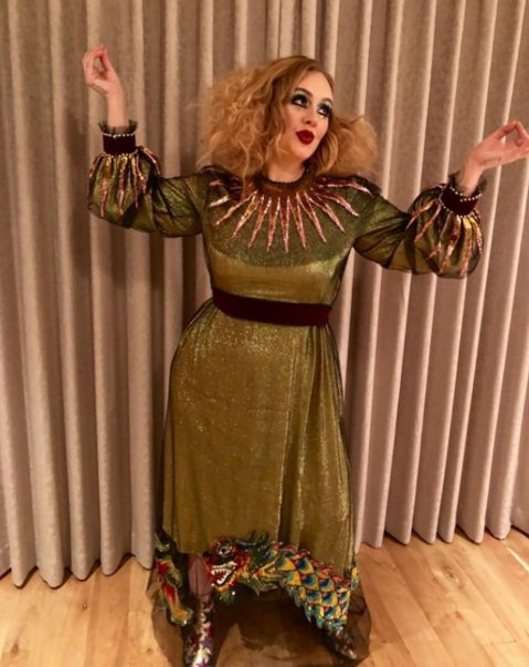 歐美名人瘋過萬聖節,雖然大家都在期待萬聖女王海蒂克隆和凱蒂佩芮今年會扮成什麼模樣,但其他女明星的造型也是很值得一看的。像是鐵肺歌姬愛黛兒、喬治庫隆尼的老婆艾瑪阿拉穆丁等人都以時尚品牌服飾穿搭萬聖造型...