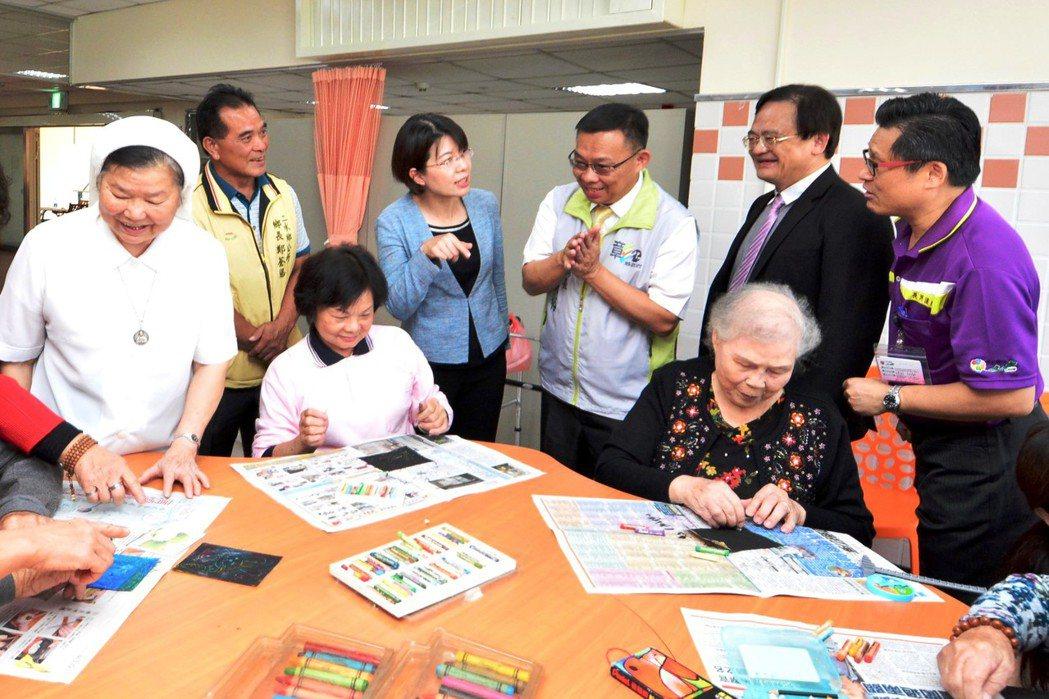 衛福部彰化醫院和二水鄉公所合作的二水鄉老人日間照顧中心,規畫手作區、休閒區、健康...