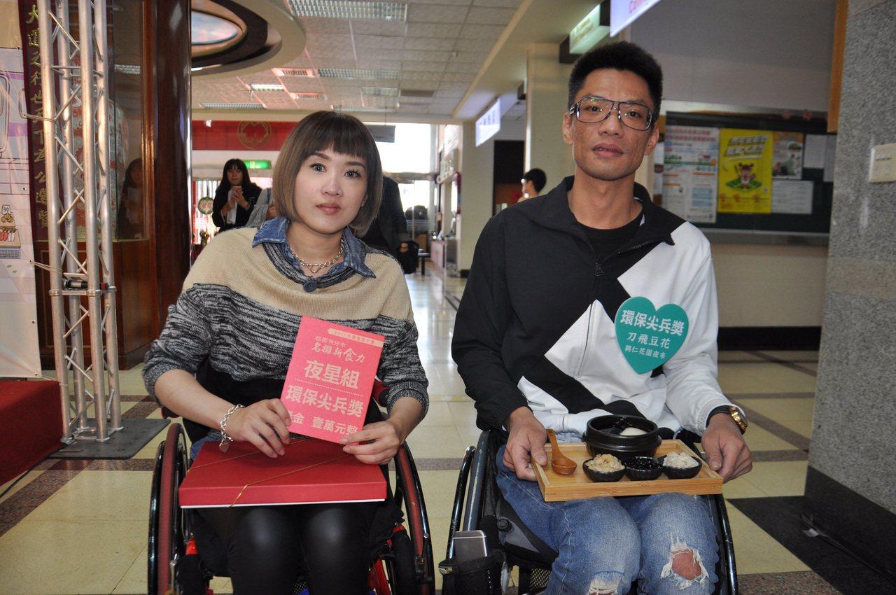 黃國晉(右)、林譽奇(左)夫妻檔,今年在八德興仁花園夜市創業賣豆花,此次參與評選...