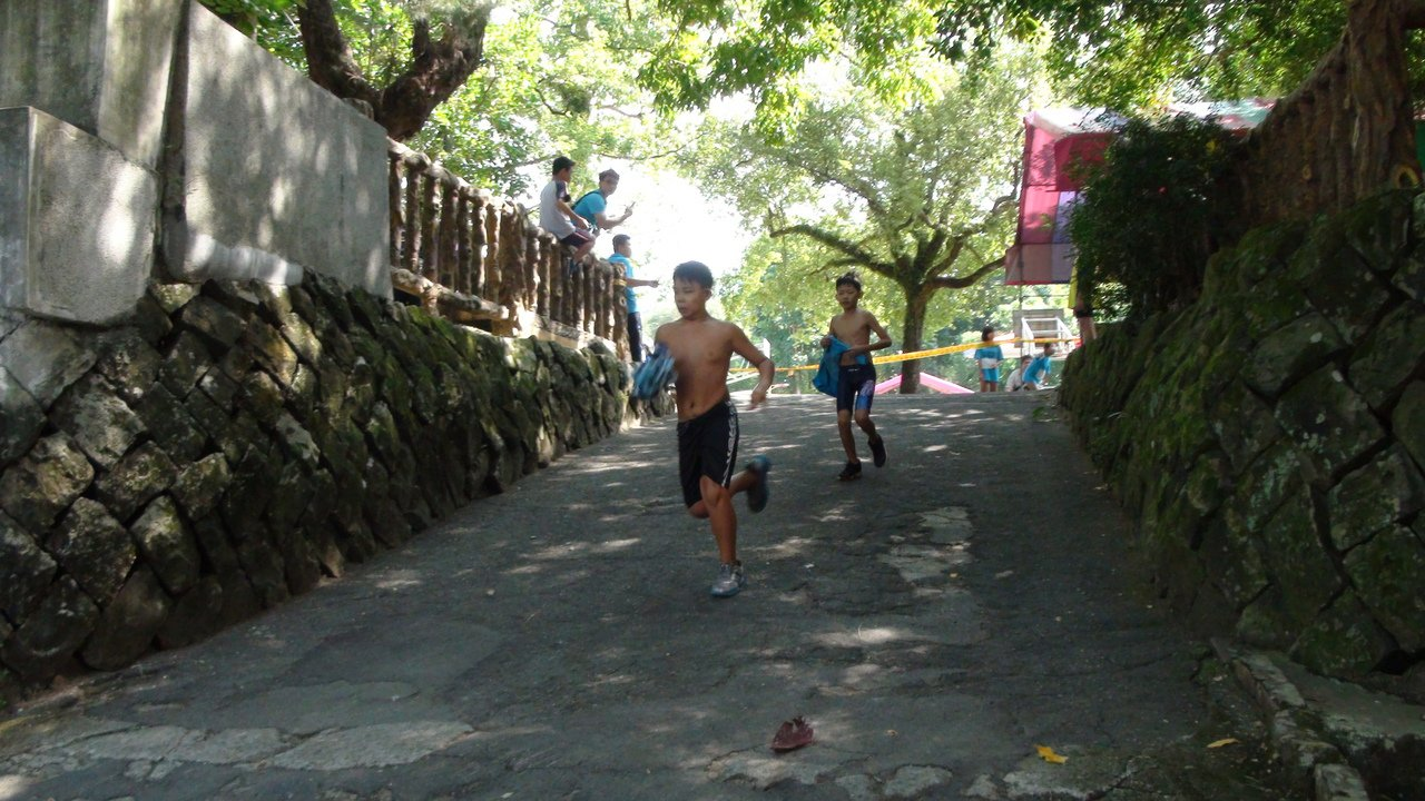 游泳50公尺後再路跑1500公尺。記者謝恩得/攝影