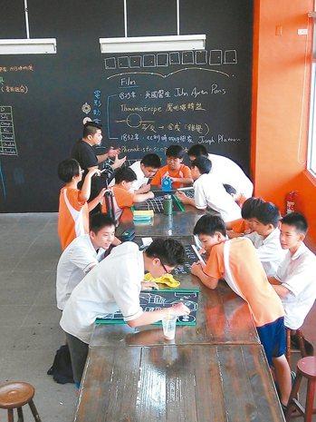 教育部在全國多處校園設置自造中心,希望推動學生動手做的精神。 圖/教育部提供