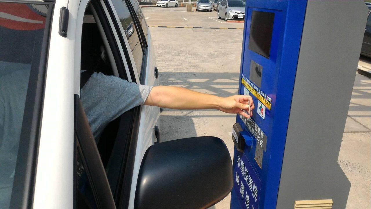 全台高鐵停車場,即起均提供一卡通扣款繳費服務。 圖/一卡通公司提供