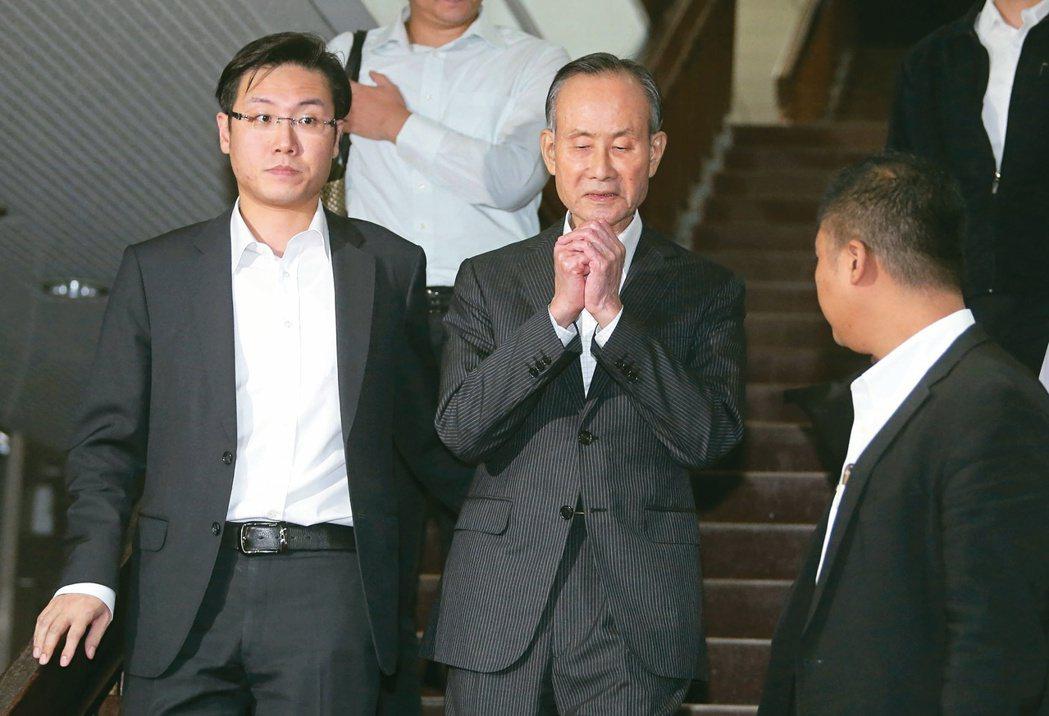 趙藤雄(中)遭檢方求刑廿四年,日前以5.5億元交保。本報資料照片