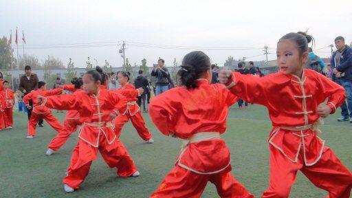 北京魏善莊第二中心小學生演示八極拳。 特派記者汪莉絹/攝影