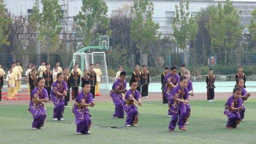北京魏善莊第二中心小學學生表演武術。 特派記者汪莉絹/攝影