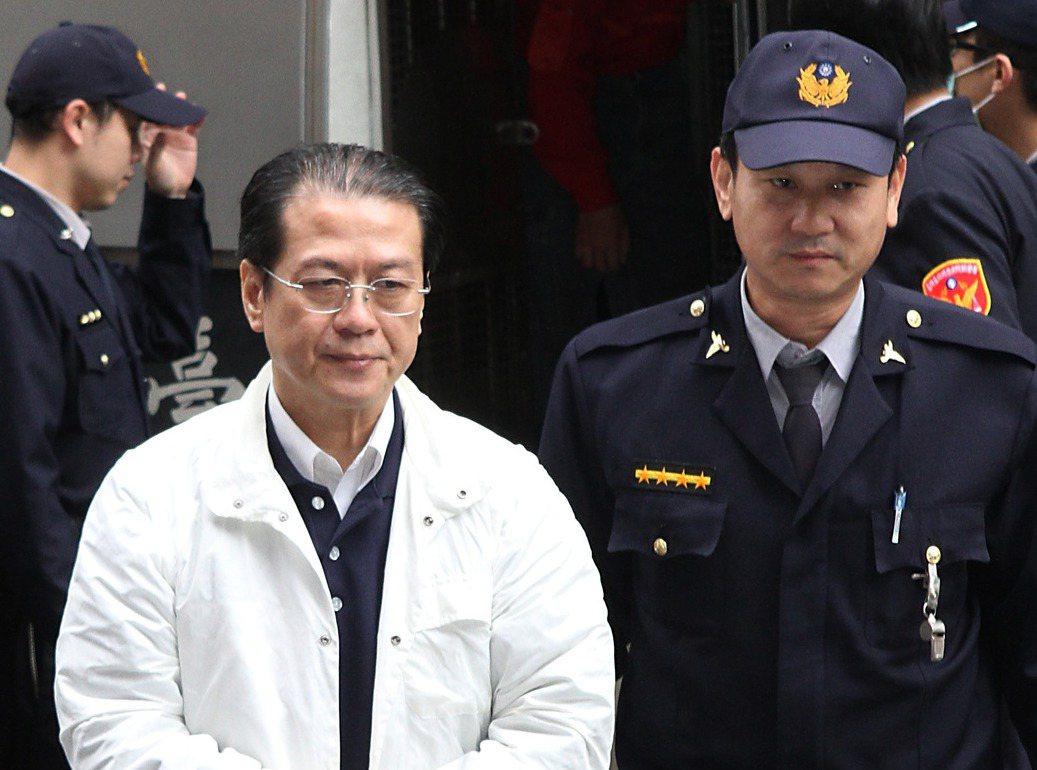 消防署前署長黃季敏(左)。本報資料照片