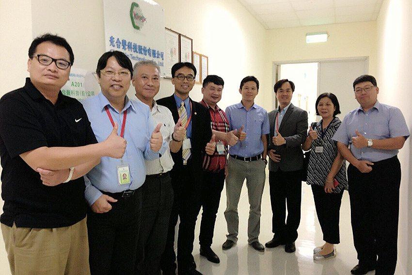 新竹工業區、光合聲科技、交大產業加速器中心三方人員出席「光合聲科技與交通大學產學...