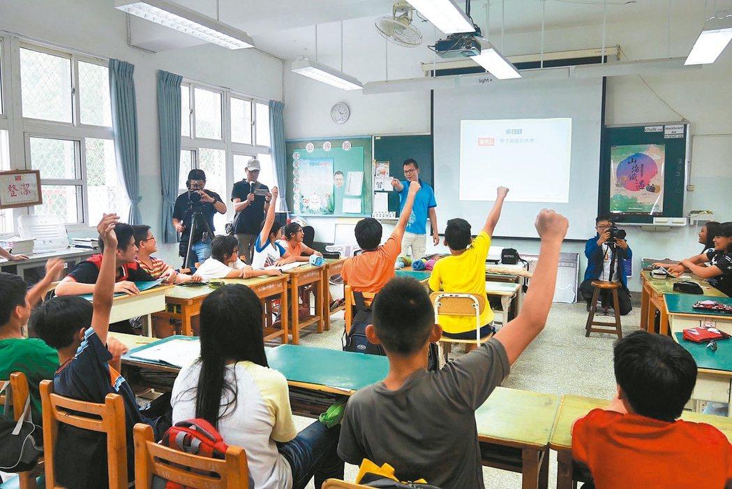 立法院教委育文化委員會今續審「偏遠地區學校教育發展條例」草案,通過未來辦學卓著的...