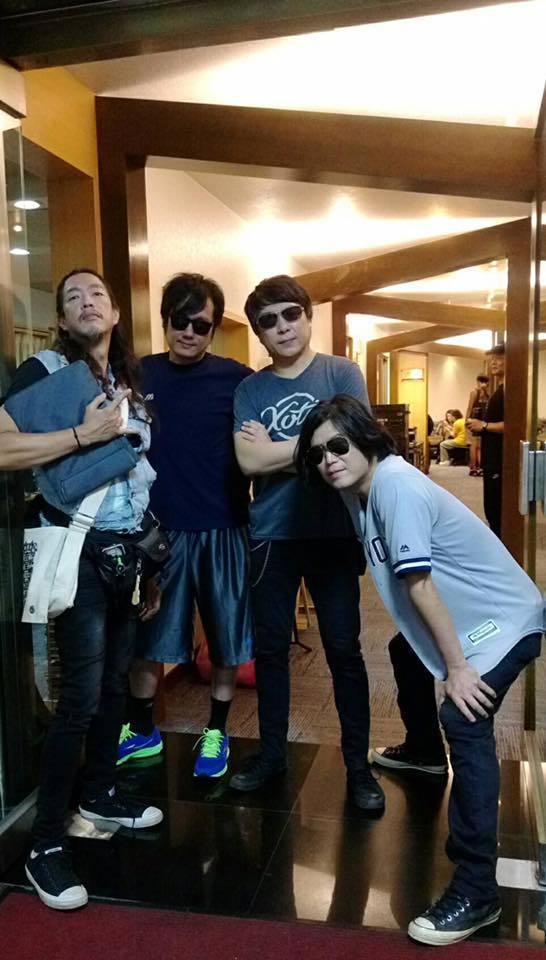 董事長樂團主唱阿吉(右)是何欣穗女兒的生父。 圖/擷自阿吉臉書
