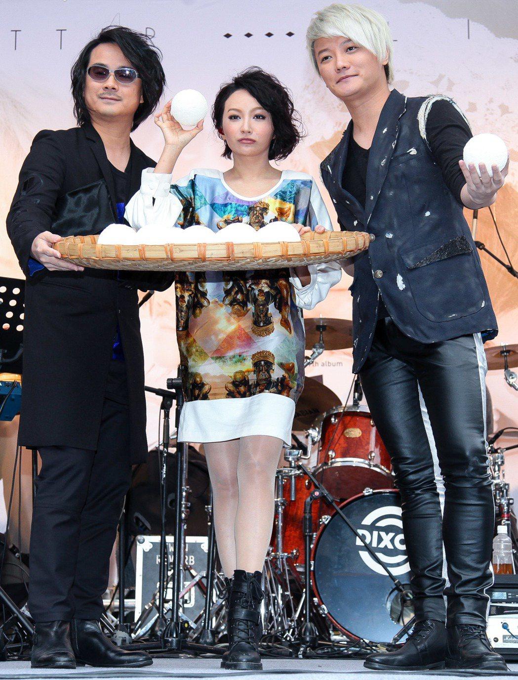 F.I.R.陳建寧(左起)、飛兒與阿沁。記者程宜華/攝影