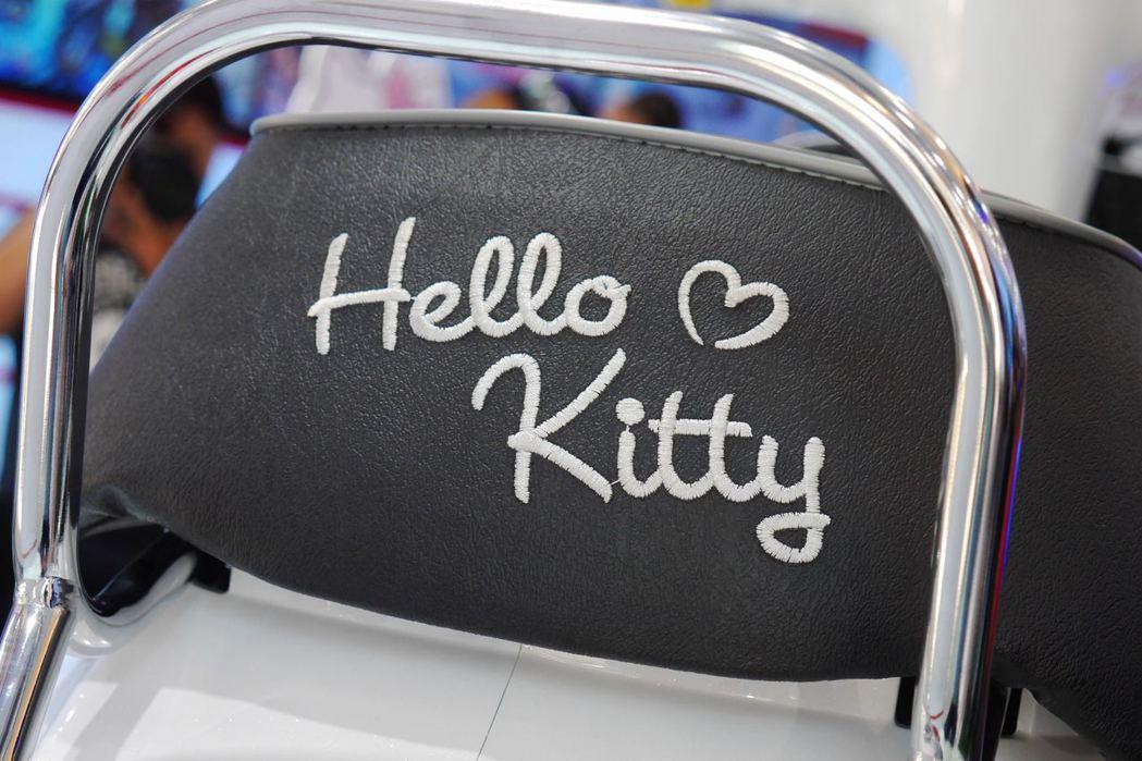 椅墊後方的Hello Kitty電繡字樣。記者林昱丞/攝影