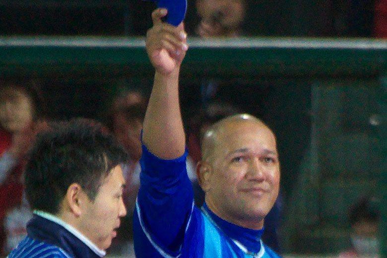 拉米瑞茲(右)擔任橫濱DeNA監督第二年就帶領球隊打進日職總冠軍賽。 擷圖自維基...