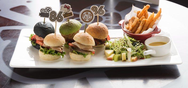 Hello Kitty馬卡羅拼盤360元/以竹炭、抹茶、全麥、原味麵包,搭配海鮮...